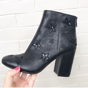 {Kenneth Cole Reaction} Star Sequin Booties